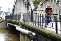 Stav vody na řece Doubravě při povodních  2006.