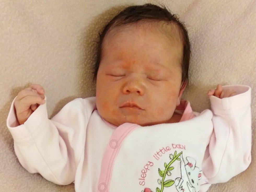 Zora Toušková přišla na svět 25. listopadu 2020 ve 3. 55 hodin v Čáslavi. Vážila 3400 gramů a měřila 50 centimetrů. Doma ve Vavřinci ji přivítali maminka Žaneta, tatínek Ondřej a dvouletý bráška Páťa.