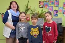 První třída Základní a Mateřské školy Vlastějovice s učitelkou Olgou Sýsovou.
