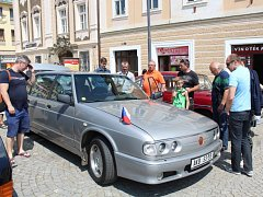 Vozy značky Tatra se sjely na kutnohorské náměstí.