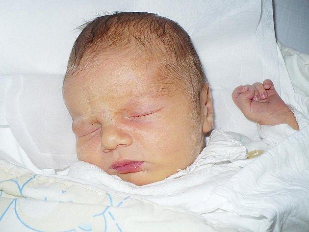 Martin Giba se narodil 10. února v Čáslavi. Vážil 3600 gramů a měřil 50 centimetrů. Doma v Čáslavi ho přivítali maminka Barbora a tatínek Martin.
