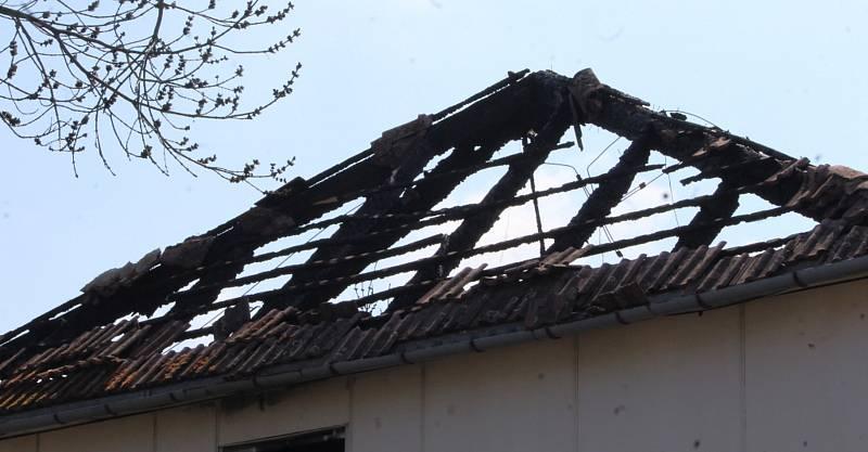 Na začátku roku 2021 vyhořelá městská ubytovna ve Vítězné ulici v kutnohorském Sedlci.