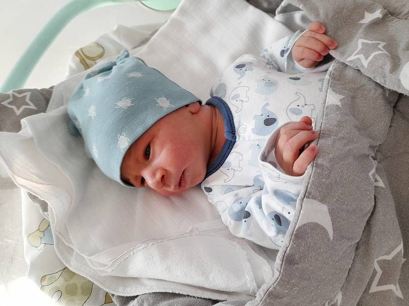 Benedikt Baroch se narodil 30. září 2021 v 09.15 hodin v čáslavské porodnici. Vážil 3270 gramů a měřil 50 centimetrů. Domů do Církvic si ho odvezli maminka Diana a tatínek Martin.