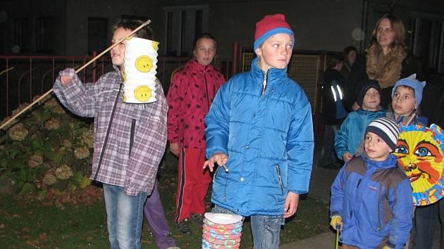 Lampionový průvod Petrovice I.: 1. 11. 2013