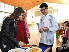 Ve středu 21. února v dopoledních hodinách se konala na Základní škole Jana Palacha akce s názvem Global Village.