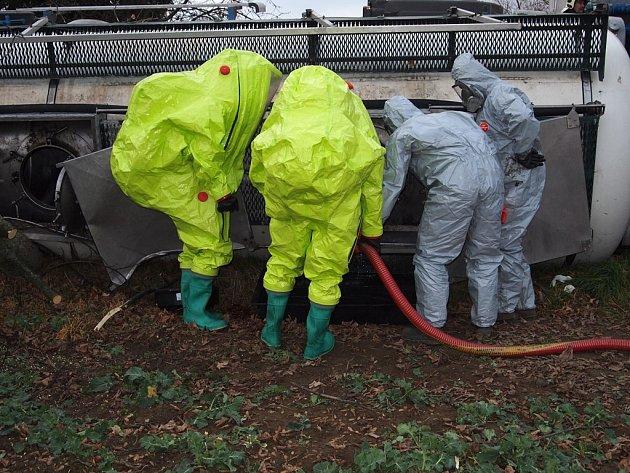 Nehoda cisterny u Zbraslavic 5. listopadu 2013