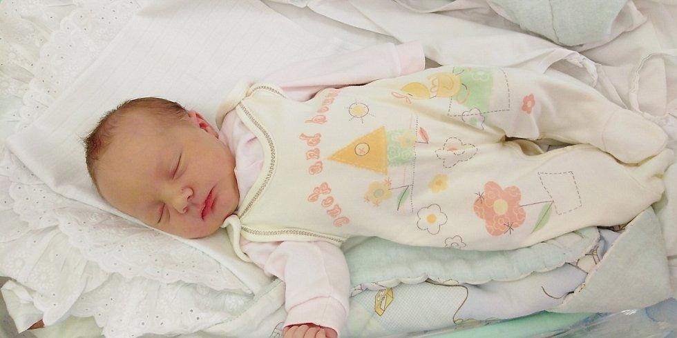 Ema Hilda Vondráčková se poprvé na svět podívala 26. března 2020 ve 14.18 hodin v Čáslavi. Vážila 3640 gramů a měřila 52 centimetrů. Doma v Kolíně se z ní těší maminka Tereza a tatínek Jakub.