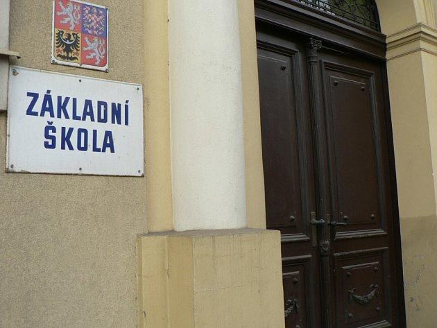 Do budovy Základní školy Náměstí Jana Žižky z Trocnova se nám nepodařilo dostat.