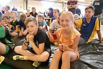 Žáci Základní školy T. G. Masaryka v Kutné Hoře v Hop aréně v Čestlicích na předání hlavních cen Sazka Olympijského víceboje.
