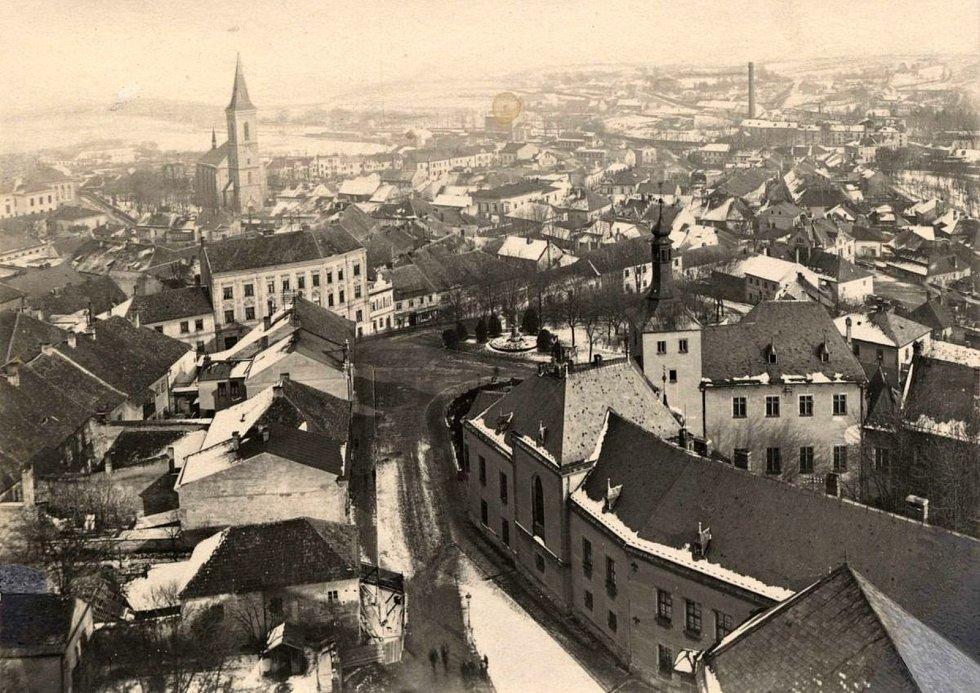 Pohled na historické jádro Kutné Hory z věže Kostela sv. Jakuba.