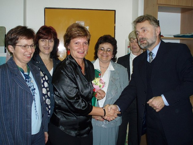 Ivaně Frýbové popřál i ředitel školy Zdeněk Sejček.