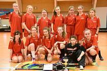 Florbalistky ze Základní školy T. G. Masaryka v Kutné Hoře na liberecké kvalifikaci o postup do republikového finále.