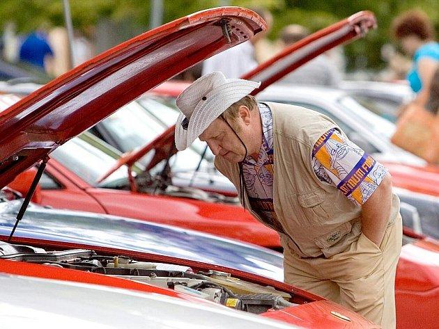 Sraz majitelů vozů Porsche v Čáslavi