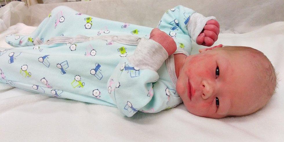 Eliáš Svoboda se poprvé na svět podíval 18. ledna 2021 v 6. 55 hodin v čáslavské porodnici. Vážil 3100 gramů a měřil 49 centimetrů. Doma v Golčově Jeníkově se z něj těší maminka Zuzana a tatínek Petr.