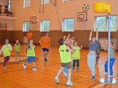 Děti v Čáslavi si vyzkoušely korfbal
