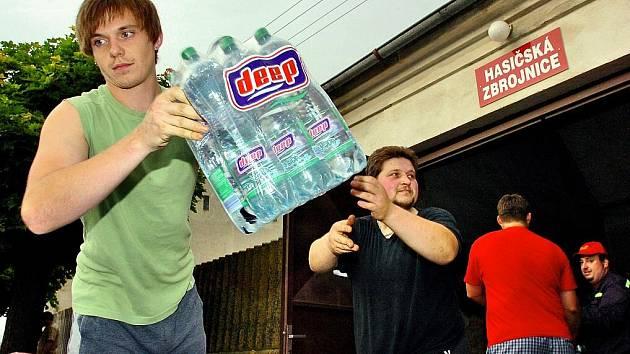 Močovičtí hasiči vezou pomoc do Jižních Čech