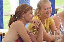 Obyvatelé a rodáci ze Souňova se sešli poprvé při pečeném selátku.