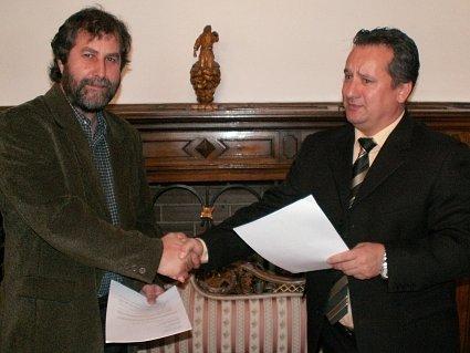 Kutnohorský starosta Ivo Šalátek (vpravo) a generální ředitel Drinks Union Milan Schramm.