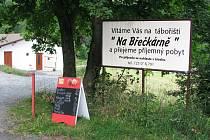 """Veřejné tábořiště  """"Na Břečkárně"""" podél řeky Sázavy"""