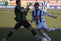 Čáslavský Václav Kotrba (vpravo) si zahrál pouze 71 minut.
