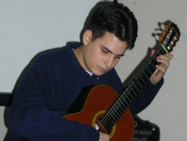 Kytarista Matěj Freml.