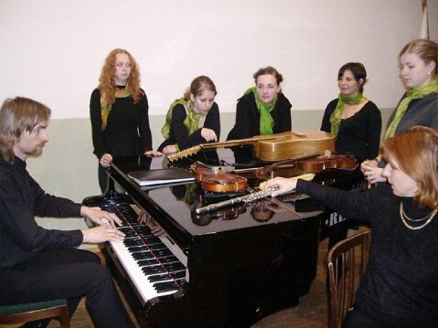 Kutnohorský gymnaziální soubor Gaudeamus před vystoupením v Polsku.