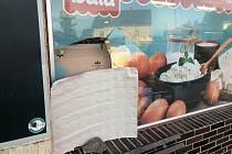Vloupání do prodejny potravin v Hlízově.