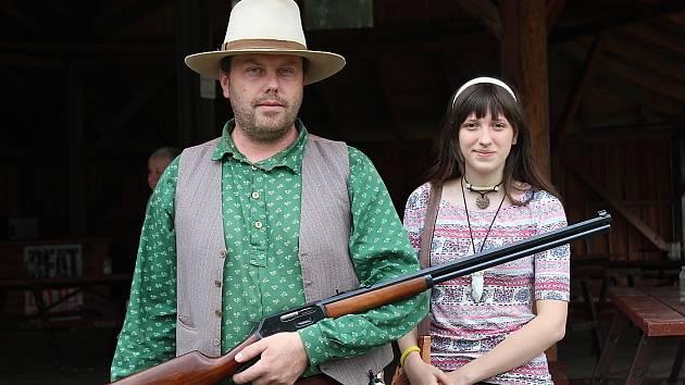 II. Westernový den v Kozohlodech pobavil i soutěžemi siláků