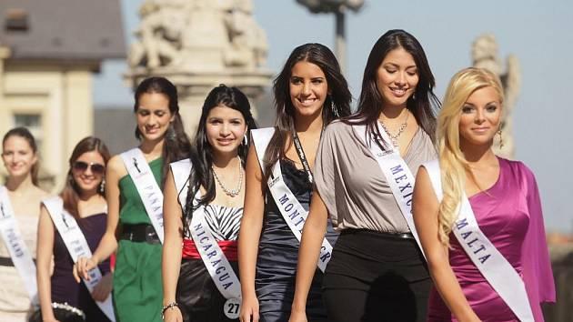 Finalistky soutěže Miss Princess of the World v Kutné Hoře. 24. 9. 2011