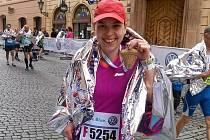 Kateřina Martinková v cíli Pražského maratonu.