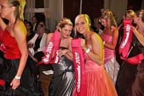 Valentýnský maturitní ples kutnohorské Střední odborné školy v Lorci