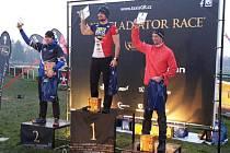 Překážkář Tomáš Tvrdík (uprostřed) vyhrál Taxis Gladiator Race.