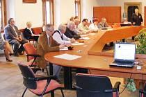 Okresní policejní ředitelka Blanka Matějů v Rytířském sále Vlašského dvora na setkání starostů obcí sdružených v mikroregionu Kutnohorsko.