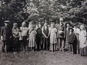 Děti, které školu navštěvovaly v květnu 1937, nastupují na pracovní činnosti. Třicátá léta byla pro speciální školství v Kutné Hoře poměrně šťastné. Pak ale přišla válka