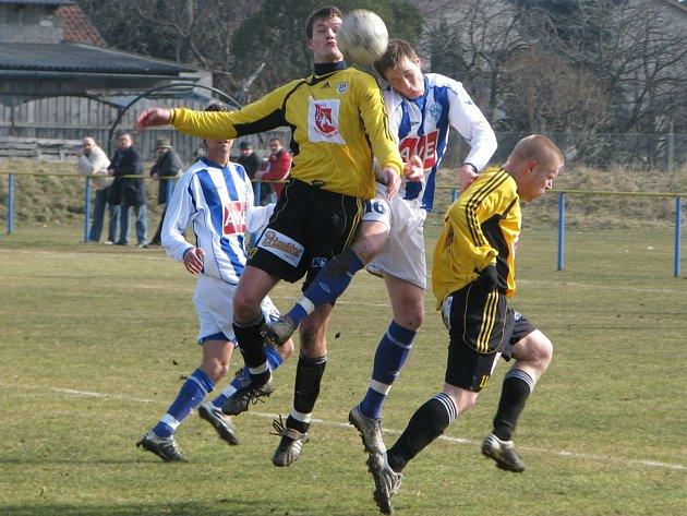 Z přípravného fotbalového utkání Čáslav - Hradec Králové (0:0).
