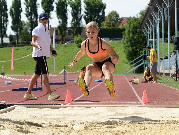 V rámci programu Městských her 8. olympiády dětí a mládeže v Kutné Hoře soutěžili žáci v atletice na stadionu Olympia.