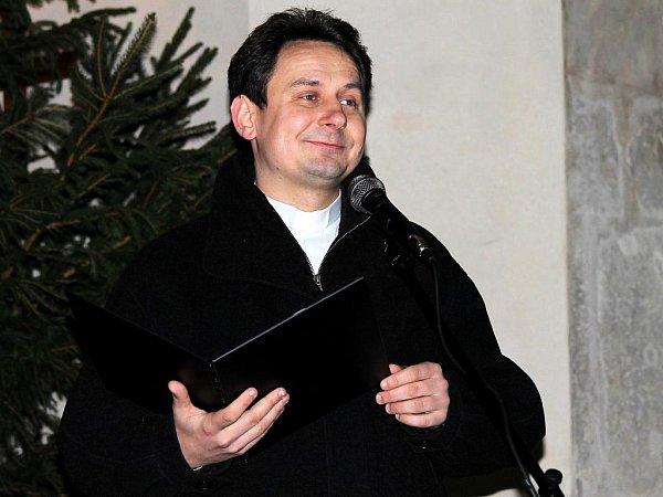 Vánoční koncert kapely Studená sprcha se konal vneděli vkostele svatého Jakuba vKutné Hoře. Pásmo doplnil mluveným slovem páter Jan Uhlíř.