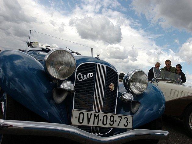 Setkání majitelů vozů značky Aero 50. 14.7.2012