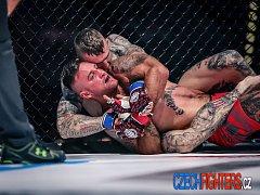 Kutnohorský bojovník Daniel Brunclík prohrál v O2 aréně zápas MMA na galavečeru XFN po uškrcení trianglem.
