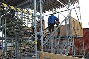 Lávku v Malíně využívají pěší, cyklisté i maminky s kočárkem.