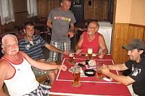 Oslava vítězství Tipsportu divadelní Kutná Hora v soutěži sběrných míst v rámci Tipligy čtenářů Kutnohorského deníku se konala v sobotu 4. srpna 2012 v hostinci U Petříků v Malíně.