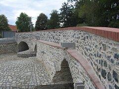 Opravený historický most v obci Kamenné Mosty.