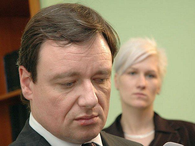 Středočeský hejtman David Rath a mluvčí krajského úřadu Berill Mascheková.
