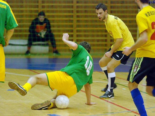 Úvodní zápasy čtvrtfinále kutnohorské futsalové ligy. 25.3.2010