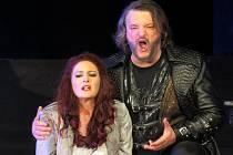 Operní týden se rozloučil Verdiho Trubadúrem.
