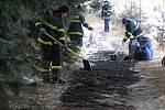 Havárie ropovodu Družba u Čáslavi v roce 2005: na místě ihned začali hasiči instalovat takzvanou nornou stěnu, zabraňující rozlévání ropy dál do krajiny. Na ostatních problémových místech dělali násep ze sorbentu.