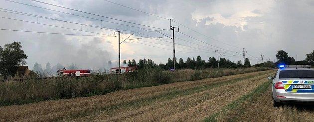 Požár nákladního auta na poli uHlízova.