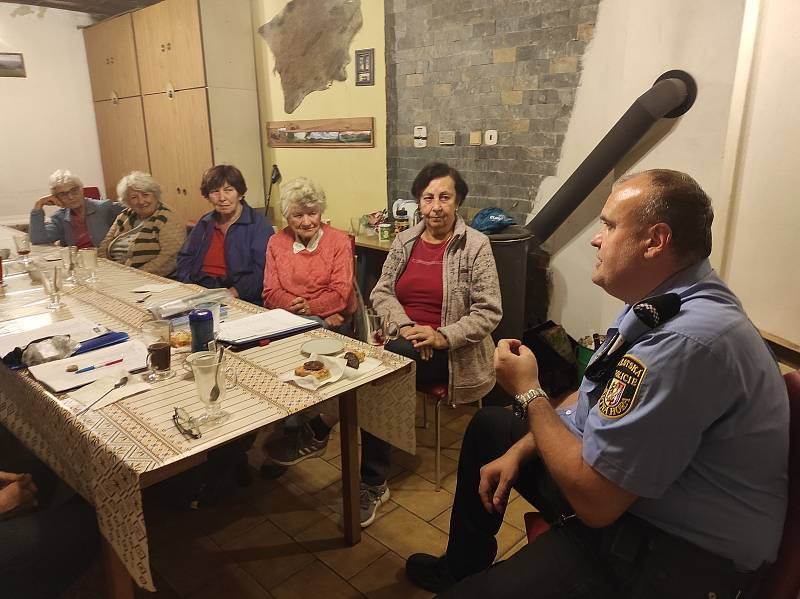 Z policejní besedy u příležitosti Mezinárodního dne seniorů na Kutnohorsku.