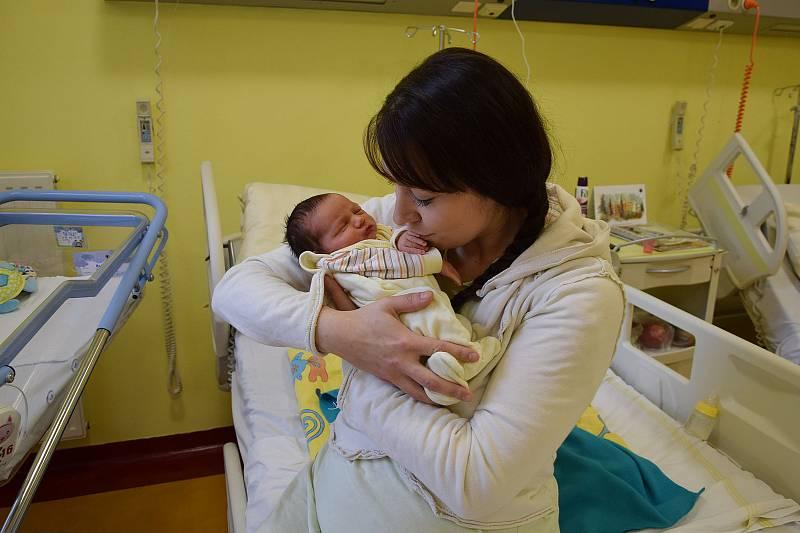Alexandr Přitasil se narodil 3. října 2021 ve 4.51 hodin v benešovské porodnici. Vážil 3980 g. Doma v Bystřici ho přivítali maminka Anna, tatínek Tomáš a dvouletý bráška Vojtíšek.