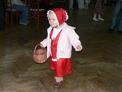 Děti z Vrdů tancovaly na dětském karnevalu.